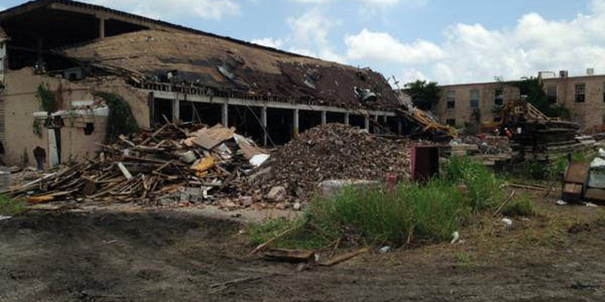 Cairo building dating back to 1880s being torn down